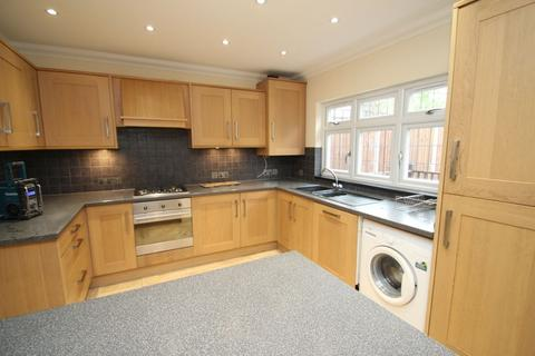 4 bedroom house to rent - Stafford Avenue, Hornchurch, RM11