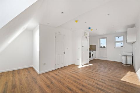Studio to rent - Uxbridge Road, W12