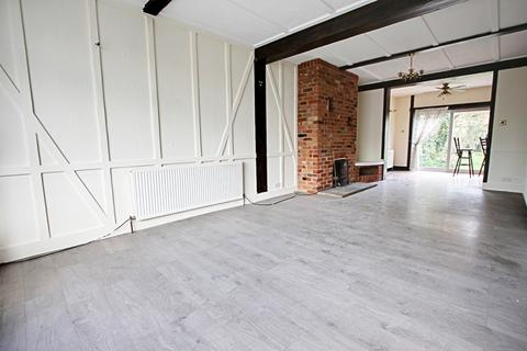 3 bedroom semi-detached house to rent - Hillside Crescent, Enfield, Middlesex, EN2