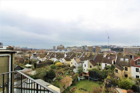 Studio to rent - Warleigh Road, Brighton, BN1