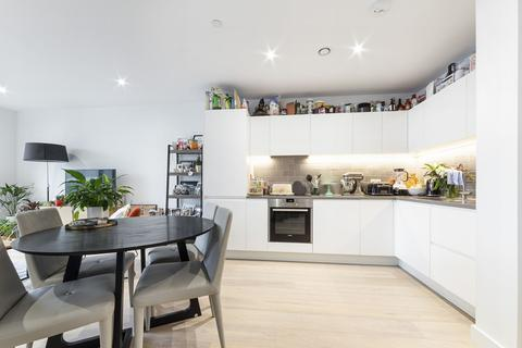1 bedroom apartment to rent - Flotilla House, 12 Cable Street, Royal Wharf, London, E16