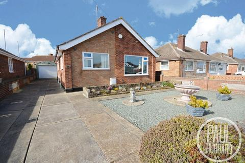 2 bedroom detached bungalow for sale - Greenacre Cresent, Lowestoft, Suffolk