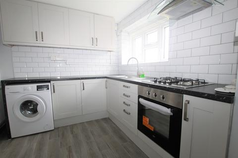 2 bedroom flat to rent - Ordnance Road, EN3 - Newly Refurbished Two Double Bedroom Apartment On the Ground Floor Within Walking Distance of Enfi