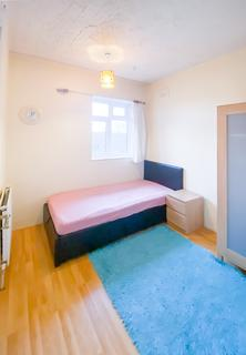 3 bedroom house share to rent - Paston Crescent, Lee, London, SE12