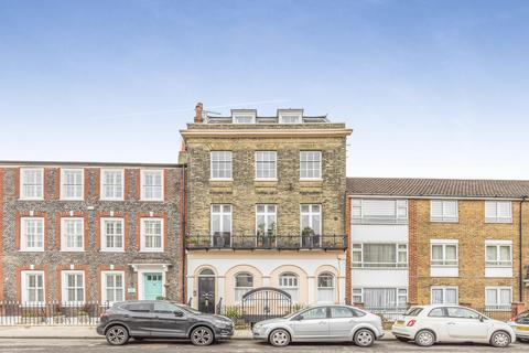 2 bedroom apartment for sale - High Street, Old Portsmouth