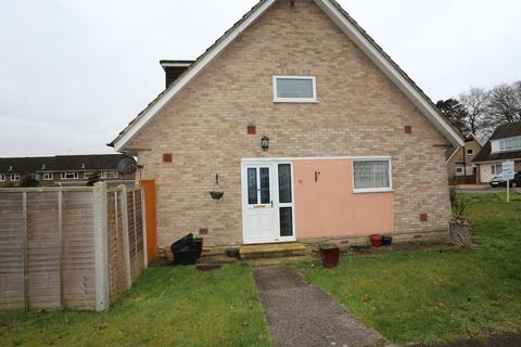 3 bedroom semi-detached house to rent - Hazel Drive, Woodley
