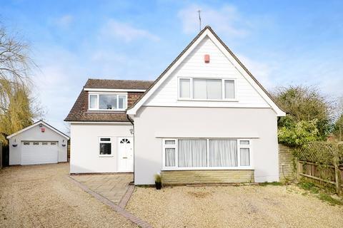 3 bedroom detached house for sale - Hookwood, Horley, Surrey, RH6