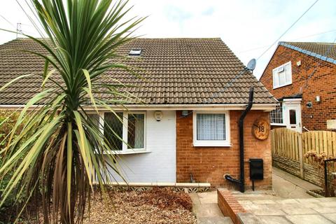 3 bedroom semi-detached bungalow to rent - Thoresby Avenue, Monk Bretton, Barnsley