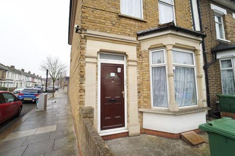 3 bedroom terraced house to rent - Letchford Gardens, London