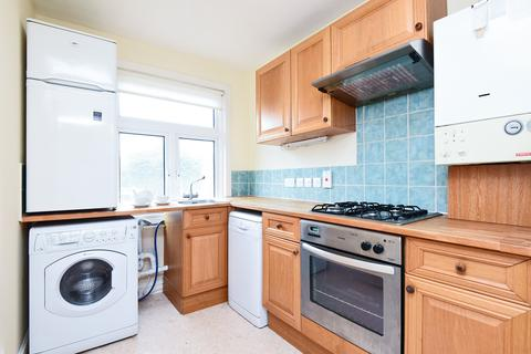 1 bedroom property to rent - Laburnum Place