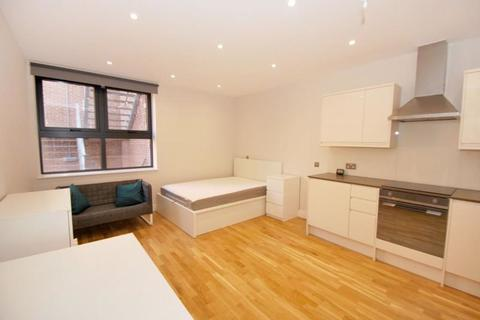 Studio to rent - Hoe Street, Walthamstow Central, London E17