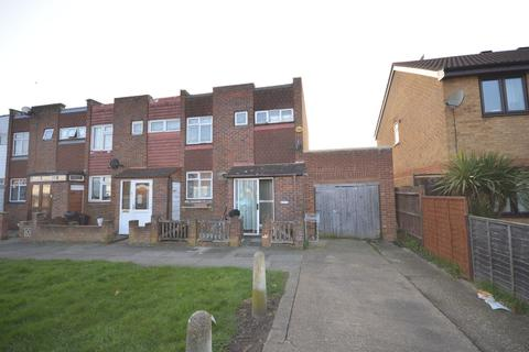 4 bedroom terraced house to rent - Woodman Path, Ilford