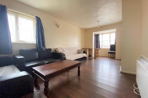 2 bedroom flat to rent - Medesenge Way, London