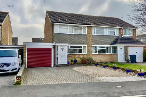 3 bedroom semi-detached house for sale - Bishopsfield, Cricklade, Swindon
