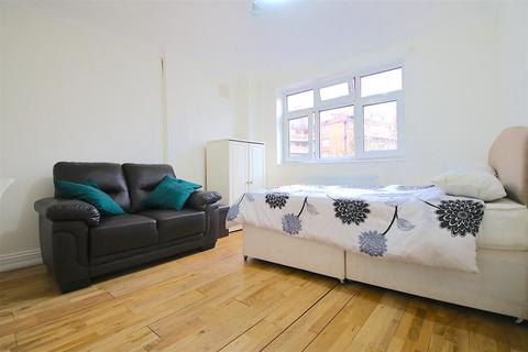 1 bedroom house share to rent - Cable Street, London