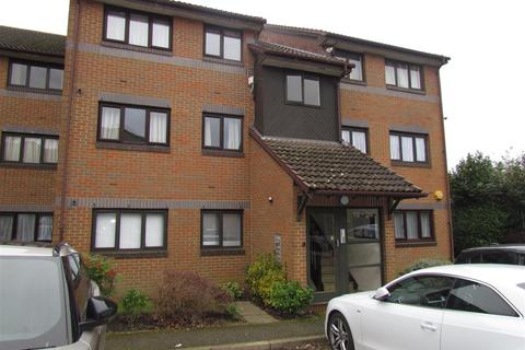 2 bedroom flat to rent - Capstan Close, Chadwell Heath