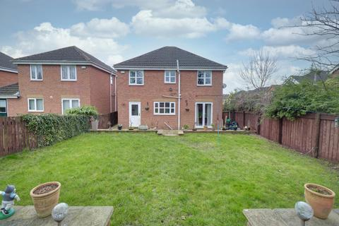 4 bedroom detached house for sale - College View, Armley
