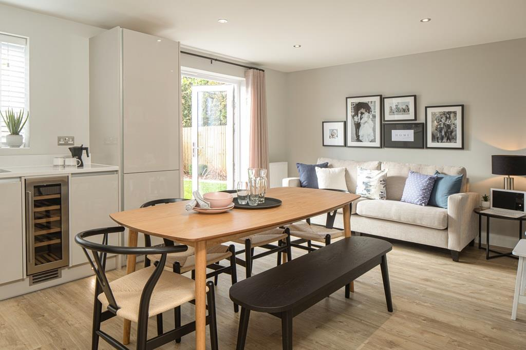 Chesham 4 bed dining area