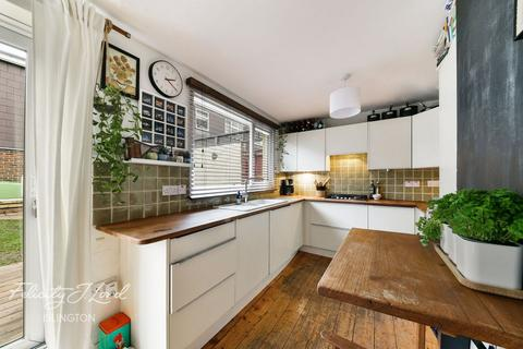 3 bedroom terraced house for sale - Faraday Close, London