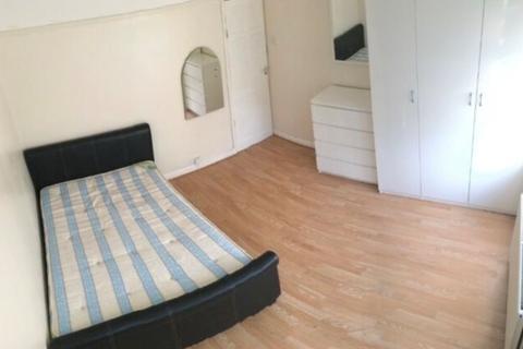 2 bedroom flat to rent - Two Bedroom First Floor Flat  Queensbury