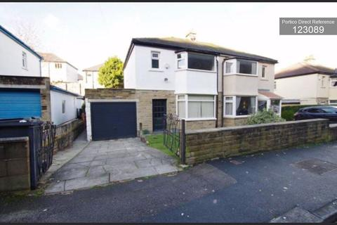 3 bedroom semi-detached house to rent - Avondale Road, Shipley, BD18