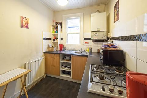 3 bedroom flat to rent - Forest Road, London, E17