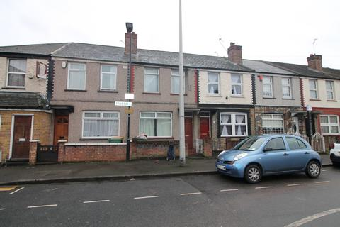 3 bedroom terraced house to rent - Tree Road, London, E16