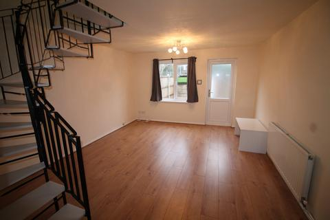 2 bedroom terraced house to rent - Lindwood Close, London, E6