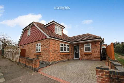 2 bedroom detached bungalow for sale - Heathlands Rise, West Dartford