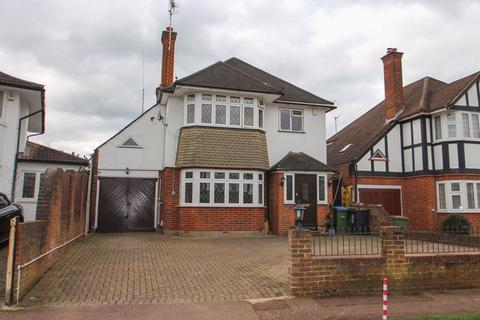 4 bedroom detached house for sale - Manor Drive, Hinchley Wood