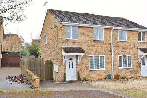 3 bedroom semi-detached house for sale - 8 Marlborough Close, Kings Sutton