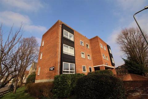 3 bedroom flat to rent - Wellesley Road, Wanstead, Great London