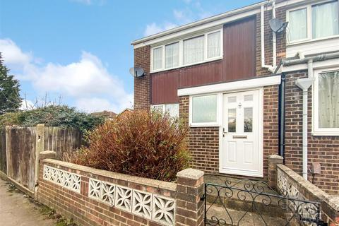 3 bedroom end of terrace house for sale - Bowood Road, Enfield