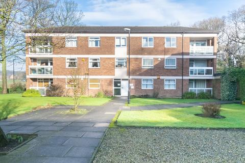 3 bedroom flat for sale - Foxhill Court, Leeds, LS16