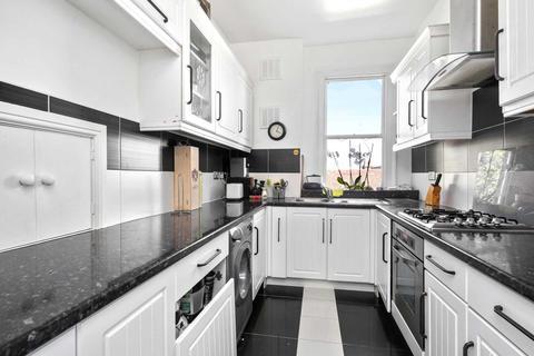 3 bedroom apartment to rent - Ormiston Grove, Shepherds Bush, London W12 0JT