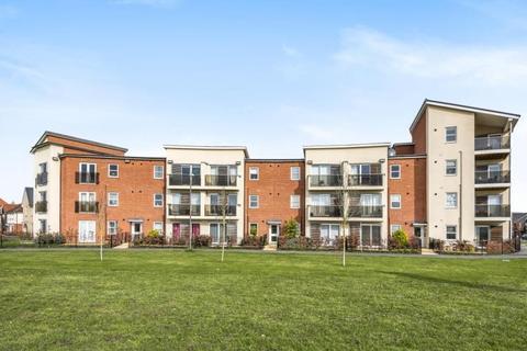 2 bedroom flat for sale - Pondecroft,  Aylesbury,  Buckinghamshire,  HP18