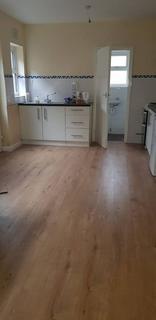 Studio to rent - Romford Road, Manor Park, E12