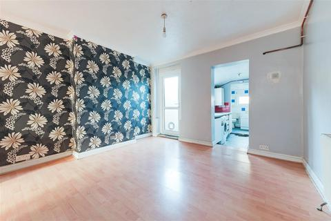 2 bedroom semi-detached house to rent - Gloucester Road, Croydon, London