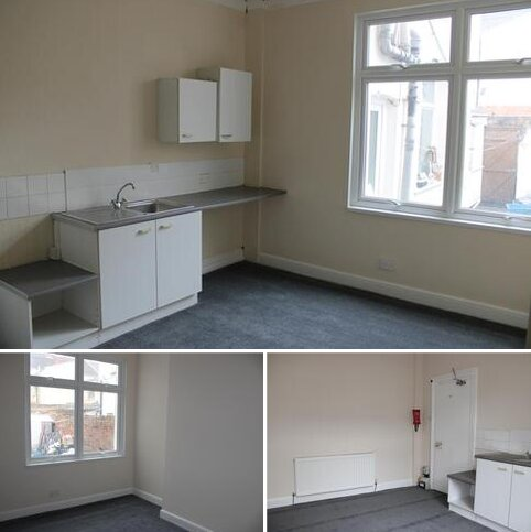 Studio to rent - Shaftsbury Street, Stockton on Tees TS18