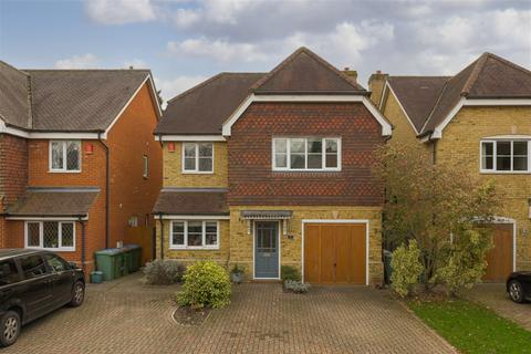 4 bedroom detached house for sale - Priors Wood, Hinchley Wood