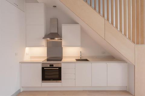 2 bedroom terraced house to rent - Uxbridge Road, London