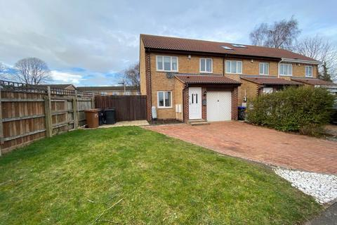 3 bedroom end of terrace house for sale - Churchill Court, Lake View, Northampton NN3 6PY