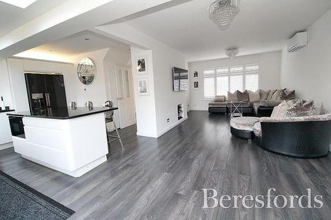 3 bedroom detached house for sale - Cranham Gardens, Upminster, Essex, RM14