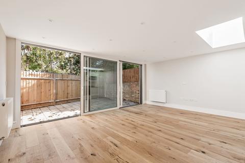 2 bedroom apartment to rent - Bellevue Road London SW17