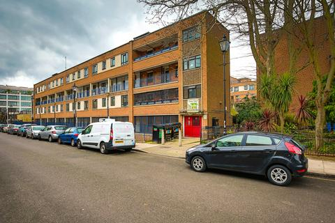 3 bedroom maisonette for sale - St Peter's Street, Islington N1