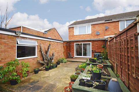 2 bedroom semi-detached house for sale - Spinney Close, Thrapston, Kettering, Northamptonshire