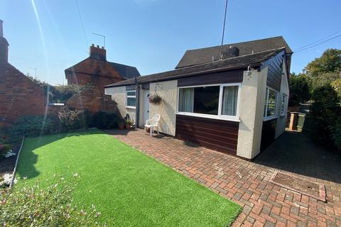 3 bedroom detached bungalow for sale - Flore, Northampton