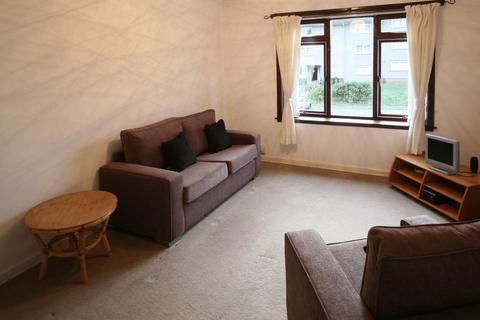 3 bedroom flat to rent - Wester Drylaw Row, Edinburgh