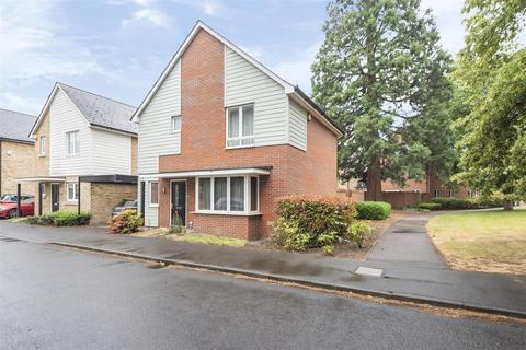 3 bedroom detached house for sale - Redwood Drive, Epsom