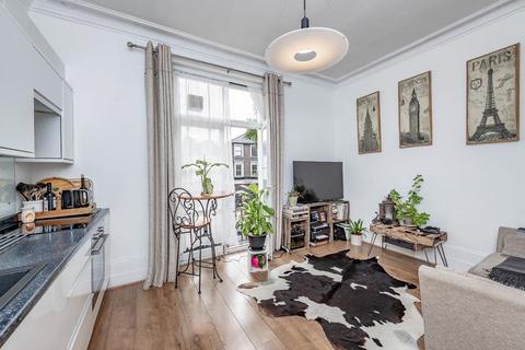 1 bedroom flat for sale - St. John's Hill, London, SW11